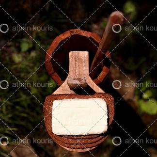 photo Βούτυρο P-10013 αγορά φωτογραφία βούτυρο σε παραδοσιακό ξύλινο δοχείο on line