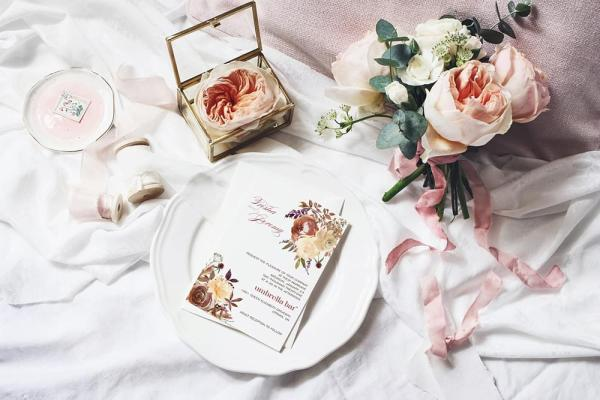 DIY Printable - Boho Romance invite on a plate with flowers around