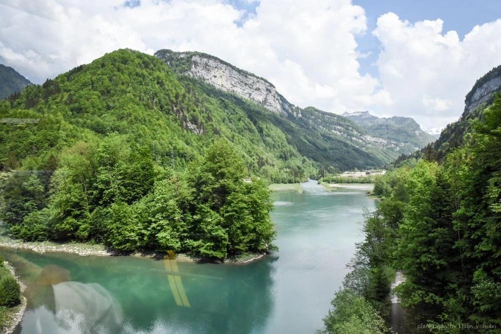 Stoos登山纜車, Stoos Bahn, 世界最斜纜車, 世界最陡纜車, 瑞士纜車, 瑞士自助, 瑞士自由行, Schwyz, Stoos 交通, Swiss Pass, 瑞士火車通行證, Swiss Travel Pass, 半價卡, 瑞士免費纜車, Muota Lake