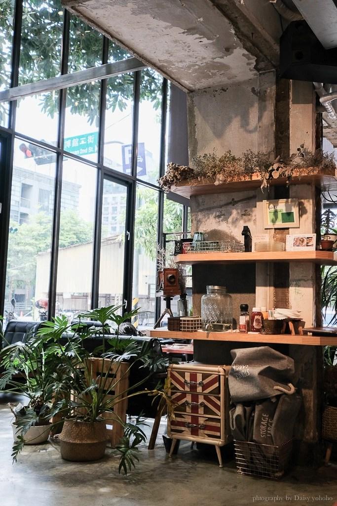 nuts store 9 - 台中早午餐 堅果小巷 Heynuts Alley Cafe 玻璃屋、挑高彩繪牆,超美網美打卡餐廳!