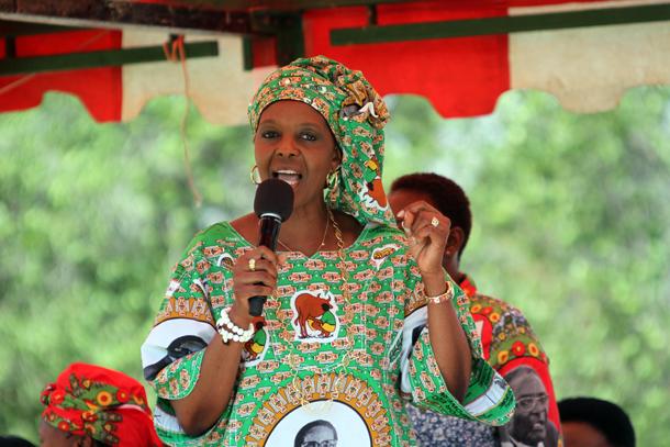 Premiere-dame-zimbabwe-Diplome-afrique-jewanda2-1