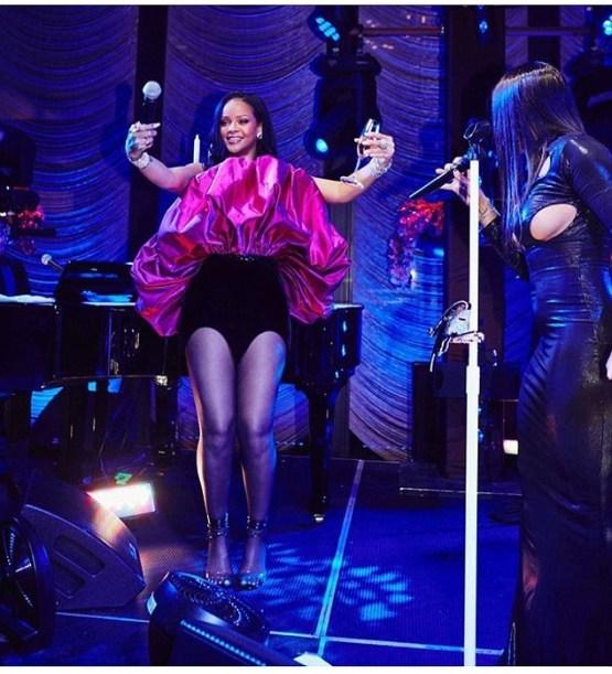 Rihanna-2-5