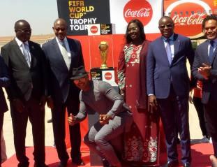 Arrivée-du-trophée-de-la-Coupe-du-Monde-à-Dakar-A-la-Une