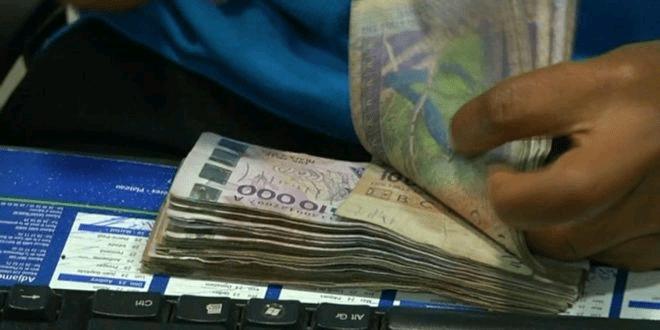 Une fille de 17 ans drogue et vole à sa grand-mère  10 millions de FCFA