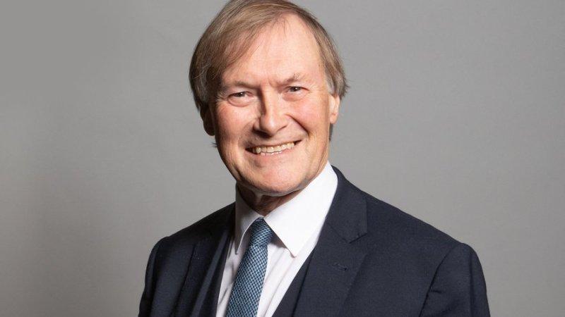 Royaume-Uni : Sir David Amess, député, a été poignardé à mort dans une rue de Londres