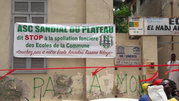S'opposant à la vente de l'école Amadou Assane NDOYE, le maire de Dakar Plateau organise un sit in (images)
