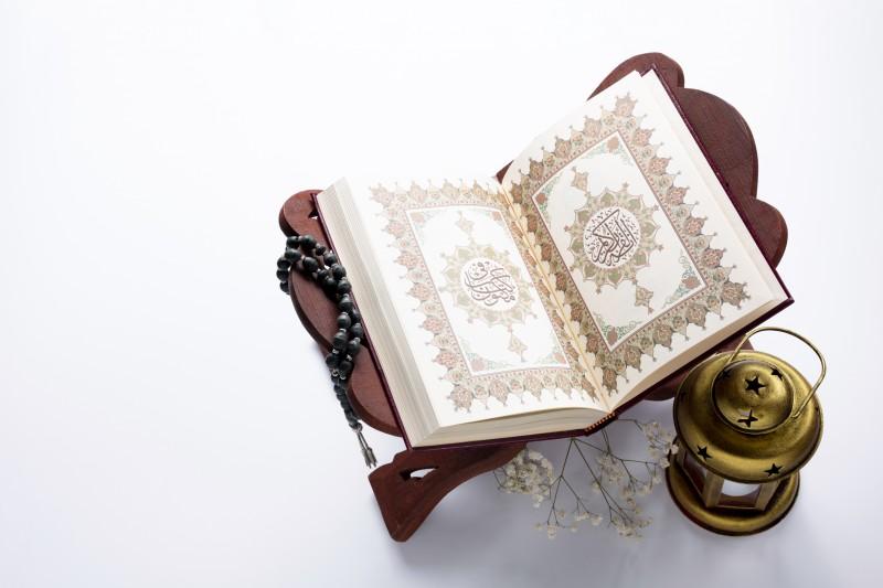 Tanda Kebenaran Al-Quran dan Tantangan Bagi yang Meragukannya-dakwah.id