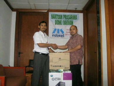 Pemberian Bantuan ZIS Indosat untuk Dakwatuna.com