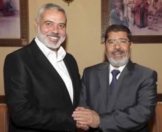 PM Palestina Ismail Haniyah dan Presiden Mesir Muhammad Mursi. (knrp)