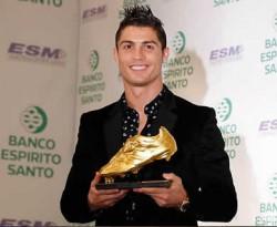 Cristiano Ronaldo dan Sepatu Emasnya. (inet)