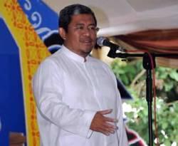 """""""Banyak pemimpin yang pintar tapi ditangkap KPK, karena landasan keimanannya lemah, mudah korupsi. Untuk itu pendidikan model pesantren yang menggabungkan keahlian dan landasan keimanan akan menjadi jawaban atas persoalan tersebut. Kurikulum Pesantren kini sudah menggabungkan dimensi iptek dan imtaq. Perpaduan ini dibutuhkan dalam kepemimpinan menuju peradaban baru Indonesia"""" kata Gubernur Jabar Ahmad Heryawan ketika Pembukaan Ajang Remaja Berprestasi (Aresta) ke-8 Pondok Pesantren Husnul Khotimah Kabupaten Kuningan, 17 Januari 2013. (Facebook)"""