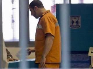 Foto ini diambil 22 Januari 2013 di LP Hadarim, Israel, menampilkan sosok seorang tahanan. Israel memberlakukan aturan ketat terhadap para tahanan asal Palestina, temasuk aturan ketat soal kunjungan. (JACK GUEZ / AFP / KCM)