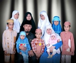Mahyeldi Ansharullah dan keluarga. (mahyeldiforpadang.com)