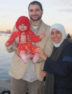 Heba Abolaba bersama suami dan anaknya