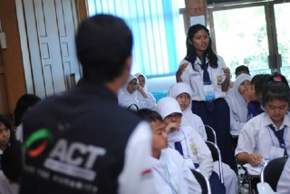 Gerakan Anti Corat-coret Seragam Sekolah