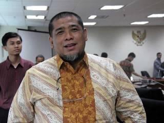 H. Zuber Safawi, SHI, Anggota DPR Fraksi PKS