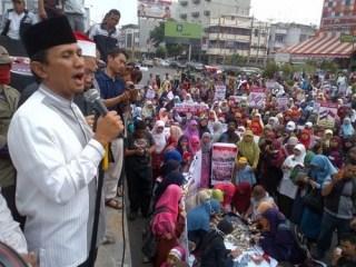 Gubernur Sumatera Utara (Sumut) Gatot Pujo Nugroho dalam Demo Solidaritas Mesir di Medan (18/8/2103) (Foto: detik)