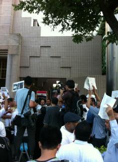 Aksi  unjuk rasa masyarakat Indonesia di Jepang, (18/8/13) (foto: Haryati.R)