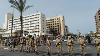 Militer blokir jalan di Kairo