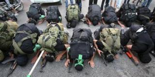 Ilustrasi – Pasukan Hamas sedang sujud. (inet)