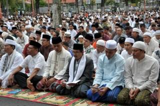 Sholat Idul Adha 1434H di halaman Kantor Gubernur Sumbar (foto: humas Sumbar)