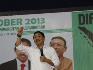 Presiden PKS Anis menyampaikan gagasannya dalam Dialog Kebangsaan di kampus Universitas Mulawarman, Samarinda, Kalimantan Timur, Selasa (29/4). (Foto: dakwatuna.com)