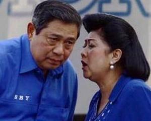 Presiden SBY dan Ibu Ani Yudhoyono (foto: Poskotanews.com)