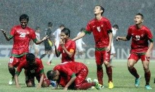 Pesepakbola Indonesia Evan Dimas melakukan selebrasi usai mencetak gol ke gawang Korea Selatan dalam laga kualifikasi group G AFC U-19 di Gelora Bung Karno, Senayan, Jakarta, Sabtu (12/10/2013). (Yasin Habibi/Republika)