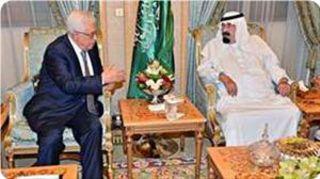 Mahmud Abbas ketika bertemu dengan Raja Saudi Abdullah bin Abdul Aziz 6/8/13
