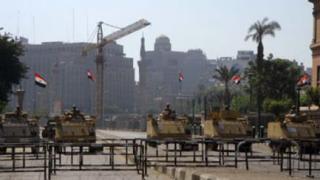 Tank-tank militer ditebarkan di berbagai jalan (egyptwindow)
