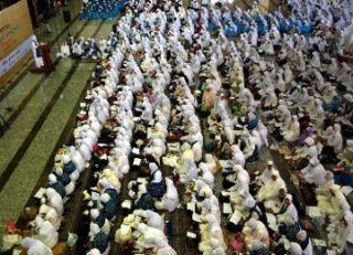 Dzikir bersama di Masjid At-Tiin TMII (foto:republika)