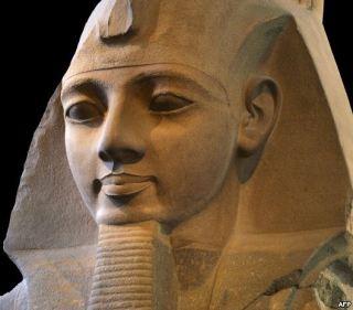 Patung Ramses II