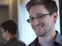 Edward Snowden, mantan staf NSA yang membocorkan dokumen-dokumen rahasia tentang koleksi catatan telepon dan email milik National Security Agency (NSA) AS.