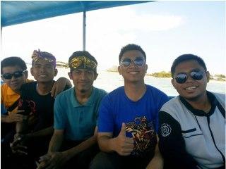 Foto bersama alm Alfi Noor R di Bali. (Foto: Agus Suroso)