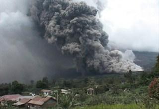 Erupsi Gunung Sinabung (Foto: medanmagazine.com)
