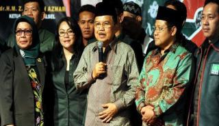 Jusuf Kalla didampingi Muhaimin Iskandar saat deklarasi Capres PKB di Banjarmasin Kamis (30/1). - Foto: viva.co.id