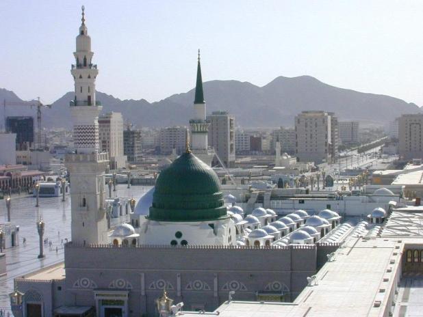 Masjid Nabawi di Madinah Al-Munawwarah (gattours.com)