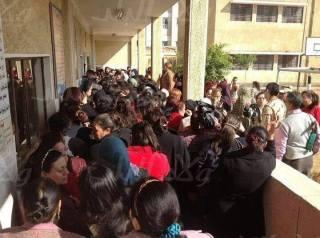 Sebuah TPS yang tidak disebutkan lokasinya. terlihat ramai dengan umat Kristiani Koptik. (MBN)