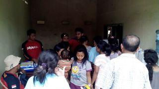 Relawan PKPU membantu Warga korban erupsi Gunung Kelud - Foto: PKPU