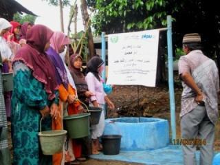 PKPU dan Human Apple International (HAI) Uni Emirat Arab membangun sarana water sanitation di desa Pesarean, Kecamatan Cibunghulang, Bogor - Foto: PKPU