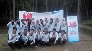 Leadership Camp untuk penerima Beastudi MUDA ( Mahasiswa Unggul Indonesia) PKPU, diadakan di Taman Nasional Cidahu Sukabumi, Minggu (23/4/2014). - Foto: PKPU