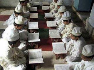 Antusias anak-anak dalam mempelajari Al Quran - Foto: inhusatu.com
