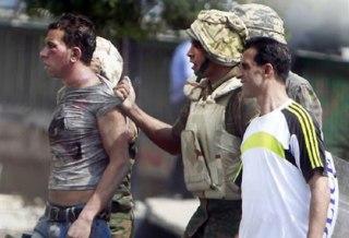 Tentara pro kudeta menagkap anggota ikwanul muslimin (ilustrasi) - Foto: islampos.com