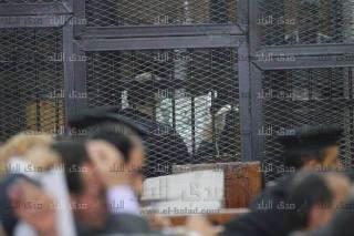 Syeikh Hazim Shalah Abu Ismail pilih membelakangi hakim dan tidak menghiraukan sidang (islammemo)