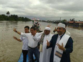 Presiden PKS melakukan safari budaya dengan menyusuri sungai Martapura Banjarmasin, Rabu (2/4) - Foto: HumasPKS