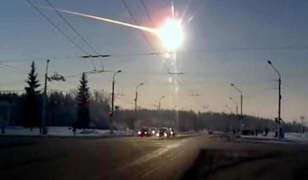 Sebuah asteroid yang memasuki atmosfer di Chelyabinsk bulan Februari 2013 meledak dengan kekuatan setara 530 kiloton TNT, melukai lebih dari 1.200 orang.  (Phys.org)