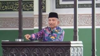 Ketua Majelis Permusyawaratan Partai Amanat Nasional, Amien Rais saat memberikan ceramah singkat di Masjid Al Azhar, Kebayoran Baru, Jakarta Selatan, Selasa (27/5). (suara.com)