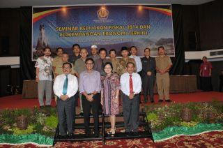 Gubernur Irwan Prayitno dalam Seminar Kebijakan Fiskal  dan Perkembangan Ekonomi Terkini, di Padang, Selasa siang (13/5) - Foto: Erwin. FS