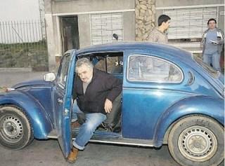 José Mujica dan mobil antiknya (gistreel.com)