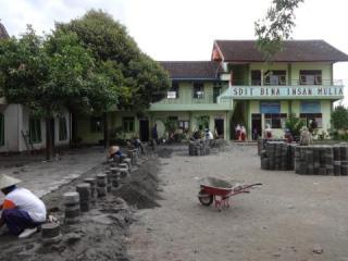 Bedah Sekolah Terdampak erupsi kelud oleh Tim PKPU - (Foto: sn/pkpu)